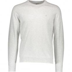 Sweter w kolorze jasnoszarym. Szare swetry przez głowę męskie Ben Sherman, z haftami, z bawełny, z okrągłym kołnierzem. W wyprzedaży za 130.95 zł.