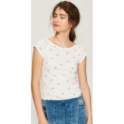 T-shirt z nadrukiem all over - Biały. Białe t-shirty damskie Sinsay, z nadrukiem. Za 14.99 zł.