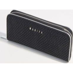 Portfel z motywem zwierzęcym - Czarny. Czarne portfele damskie Mohito, z motywem zwierzęcym. Za 59.99 zł.
