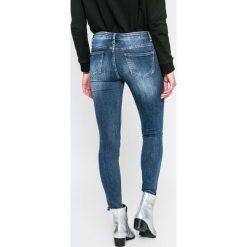 Answear - Jeansy. Niebieskie jeansy damskie ANSWEAR. W wyprzedaży za 99.90 zł.