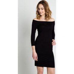 Czarna dopasowana sukienka z rękawem 3/4 BIALCON. Czarne sukienki damskie BIALCON, z materiału, wizytowe. W wyprzedaży za 97.00 zł.
