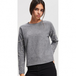 Bluza z koralikami - Jasny szar. Szare bluzy damskie Reserved. Za 79.99 zł.
