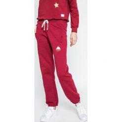Femi Stories - Spodnie Voga. Czerwone spodnie sportowe damskie Femi Stories, z bawełny. W wyprzedaży za 129.90 zł.