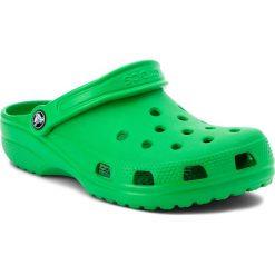 Klapki CROCS - Classic 10001 Grass Green. Zielone klapki damskie Crocs, z materiału. W wyprzedaży za 139.00 zł.