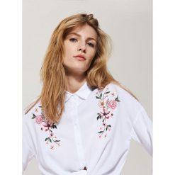 Koszula z haftem - Biały. Koszule damskie marki SOLOGNAC. W wyprzedaży za 39.99 zł.