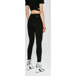 Guess Jeans - Spodnie Flossie. Spodnie materiałowe damskie Guess Jeans, z elastanu. W wyprzedaży za 229.90 zł.