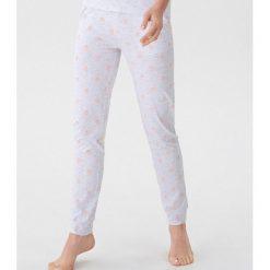 Długie spodnie piżamowe - Jasny szar. Piżamy damskie marki bonprix. Za 49.99 zł.