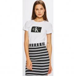 Calvin Klein Jeans - Top. Szare topy damskie Calvin Klein Jeans, z nadrukiem, z bawełny, z okrągłym kołnierzem, z krótkim rękawem. Za 199.90 zł.