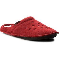 Kapcie CROCS - Classic Slipper 203600  Pepper/Oatmeal. Czerwone kapcie damskie Crocs, z materiału. Za 129.00 zł.
