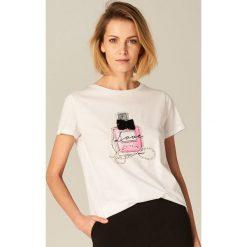 Bawełniana koszulka z aplikacją - Kremowy. Białe bluzki damskie Mohito, z aplikacjami, z bawełny. Za 59.99 zł.