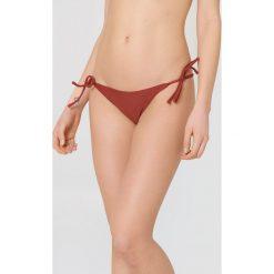 NA-KD Swimwear Dół bikini Triangle - Red. Bikini damskie NA-KD Swimwear, w paski. Za 32.00 zł.