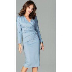 Sukienka z marszczeniem k477. Niebieskie sukienki damskie Global, biznesowe, z dekoltem w serek, z długim rękawem. Za 179.00 zł.