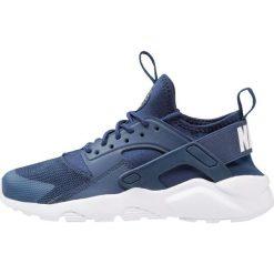 Nike Sportswear AIR HUARACHE RUN ULTRA Tenisówki i Trampki navy/white. Buty sportowe chłopięce Nike Sportswear, z materiału. Za 449.00 zł.