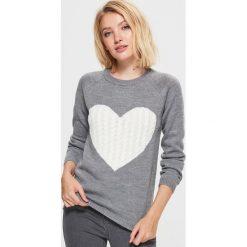 Sweter z sercem - Szary. Szare swetry damskie Cropp. Za 59.99 zł.