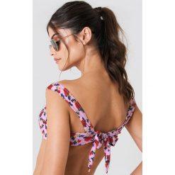 J&K Swim X NA-KD Góra bikini z obniżonymi ramiączkami - Pink. Różowe bikini damskie J&K Swim X NA-KD. W wyprzedaży za 24.29 zł.