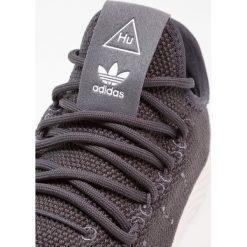 Adidas Originals PW TENNIS HU Tenisówki i Trampki carbon/chalk white. Buty sportowe dziewczęce adidas Originals, z materiału. W wyprzedaży za 341.10 zł.