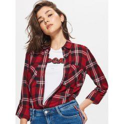 Koszula w kratę - Czerwony. Czerwone koszule damskie Cropp. W wyprzedaży za 29.99 zł.