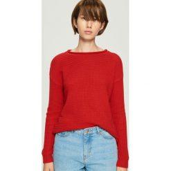 Sweter basic - Czerwony. Swetry damskie marki bonprix. W wyprzedaży za 29.99 zł.