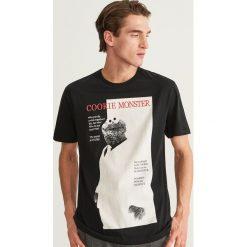 T-shirt z nadrukiem - Czarny. Czarne t-shirty męskie Reserved, z nadrukiem. Za 59.99 zł.
