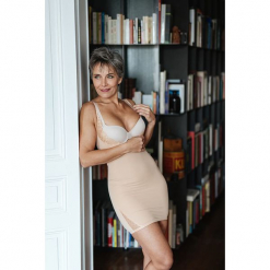 Modelująca sukienka w kolorze cielistym. Brązowe sukienki damskie Scottage, w koronkowe wzory, z koronki, klasyczne. W wyprzedaży za 68.95 zł.