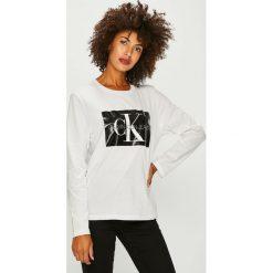 Calvin Klein Jeans - Bluzka. Szare bluzki damskie Calvin Klein Jeans, z nadrukiem, z bawełny, casualowe, z okrągłym kołnierzem. Za 249.90 zł.