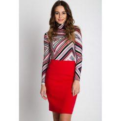 Dopasowana czerwona spódnica  BIALCON. Czerwone spódnice damskie BIALCON, biznesowe. W wyprzedaży za 123.00 zł.