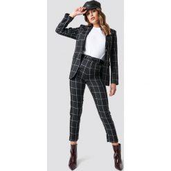 NA-KD Trend Spodnie garniturowe w kratkę - Black. Czarne spodnie materiałowe damskie NA-KD Trend, w kratkę. Za 202.95 zł.