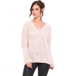"""Sweter """"Igal"""" w kolorze jasnoróżowym. Czerwone swetry damskie Cosy Winter, ze splotem, z asymetrycznym kołnierzem. W wyprzedaży za 159.95 zł."""