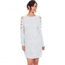 """Sukienka """"Leo"""" w kolorze jasnoszarym. Szare sukienki damskie Cosy Winter, ze splotem, z okrągłym kołnierzem, z długim rękawem. W wyprzedaży za 159.95 zł."""