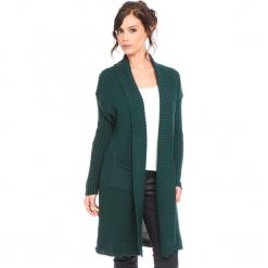 """Kardigan """"Liliane"""" w kolorze zielonym. Zielone kardigany damskie Cosy Winter, prążkowane. W wyprzedaży za 159.95 zł."""