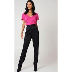 NA-KD Basic T-shirt z dekoltem V - Pink. Różowe t-shirty damskie NA-KD Basic, z bawełny. W wyprzedaży za 21.18 zł.