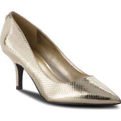 Szpilki GUESS - FLDES4 PEL08 GOLD. Szpilki damskie marki Clarks. W wyprzedaży za 329.00 zł.