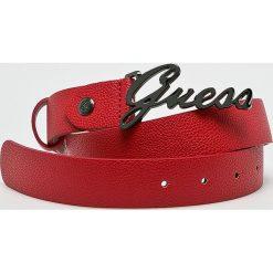 Guess Jeans - Pasek Gabi. Czerwone paski damskie Guess Jeans, z aplikacjami, z jeansu. Za 189.90 zł.