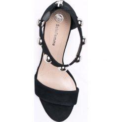 Solo Femme - Sandały. Białe sandały damskie Solo Femme, z materiału. W wyprzedaży za 219.90 zł.
