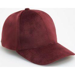 Czapka o aksamitnym połysku - Bordowy. Czerwone czapki i kapelusze damskie Reserved. Za 39.99 zł.