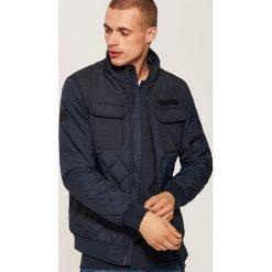 Pikowana kurtka - Granatowy. Niebieskie kurtki męskie House. W wyprzedaży za 139.99 zł.