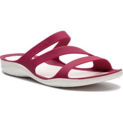Klapki CROCS - Swiftwater Sandal W 203998 Pomegranate/White. Czerwone klapki damskie Crocs, z tworzywa sztucznego. W wyprzedaży za 139.00 zł.