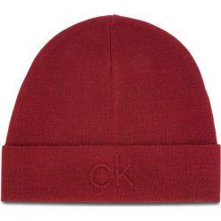 Czapka CALVIN KLEIN - Ck Embossed Beanie K50K504092 628. Czerwone czapki i kapelusze męskie Calvin Klein. Za 179.00 zł.