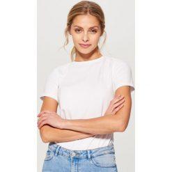Bawełniana koszulka basic - Biały. Białe bluzki damskie Mohito, z bawełny. Za 29.99 zł.