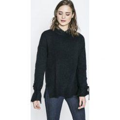 Vero Moda - Sweter. Czarne swetry damskie Vero Moda, z dzianiny, z okrągłym kołnierzem. W wyprzedaży za 69.90 zł.
