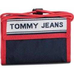 Duży Portfel Męski TOMMY JEANS - Tj Logo Tape Crossov AU0AU00258 901. Niebieskie portfele męskie Tommy Jeans, z jeansu. W wyprzedaży za 139.00 zł.