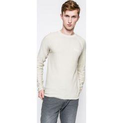 Jack & Jones Vintage - Sweter. Szare swetry przez głowę męskie Jack & Jones Vintage, z bawełny, z okrągłym kołnierzem. W wyprzedaży za 49.90 zł.
