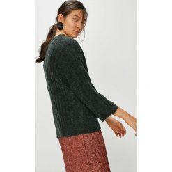 Jacqueline de Yong - Sweter. Szare swetry damskie Jacqueline de Yong, z dzianiny. W wyprzedaży za 99.90 zł.