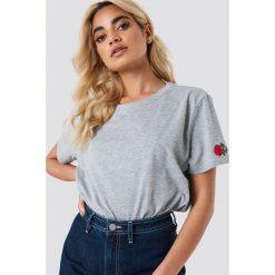 NA-KD T-shirt Rose Sleeve Embroidery - Grey. Szare t-shirty damskie NA-KD, z bawełny, z okrągłym kołnierzem. Za 60.95 zł.