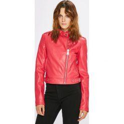 Guess Jeans - Kurtka. Brązowe kurtki damskie Guess Jeans, z aplikacjami, z jeansu. Za 679.90 zł.