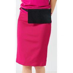 Simple - Spódnica. Różowe spódnice damskie Simple, z elastanu. W wyprzedaży za 239.90 zł.