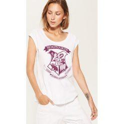T-shirt Hogwarts - Biały. Białe t-shirty damskie House. Za 29.99 zł.