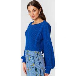 NA-KD Krótki sweter ze ściegiem warkoczowym - Blue. Niebieskie swetry damskie NA-KD. Za 141.95 zł.