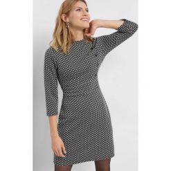 Żakardowa sukienka ze wzorem. Czarne sukienki damskie Orsay, w geometryczne wzory, z dzianiny, z golfem. Za 119.99 zł.