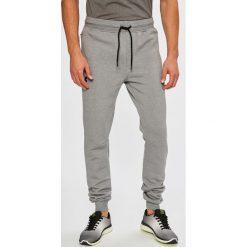 Under Armour - Spodnie Threadborne Stacked Jogger. Szare spodnie sportowe męskie Under Armour, z bawełny. W wyprzedaży za 219.90 zł.